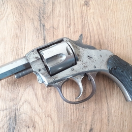 THE AMERICAN DOUBLE ACTION CALIBRE 32 LONG